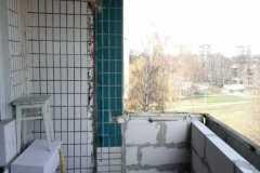 кладка парапета на балконе