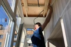 отделка потолка балкона пвх