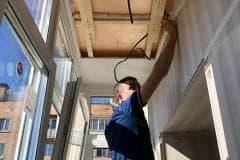 отделка потолка балкона пвх панелями